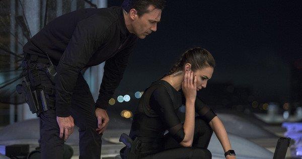 Un'immagine dal trailer de Le Spie della Porta Accanto, commedia con Gal Gadot e Jon Hamm