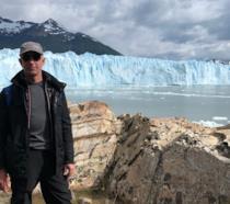 Jeff Bezos con alle spalle il Perito Moreno Glacier in Patagonia