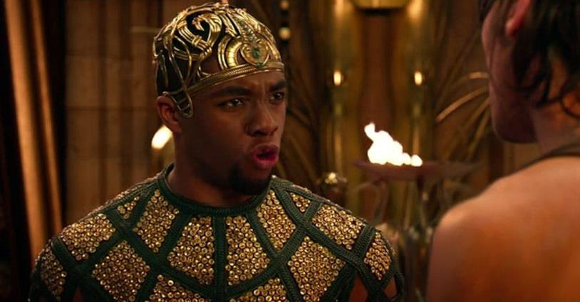 Chadwick Boseman nel film Gods of Egypt