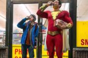 Zachary Levi nei panni di Shazam e Jack Dylan Grazer in quelli di Freddie Freeman, mentre bevono