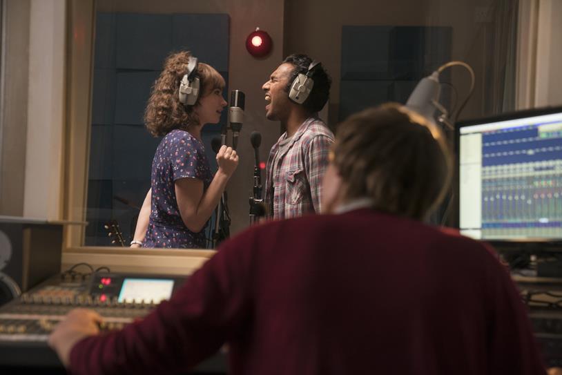 Himesh Patel e Lily James in studio di registrazione in Yesterday