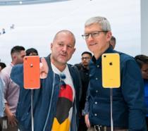 Jony Ive (sinistra) e Tim Cook (destra) all'evento post-presentazione di iPhone XR
