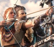 La protagonista di Horizon tende l'arco in una scena del gioco su PS4