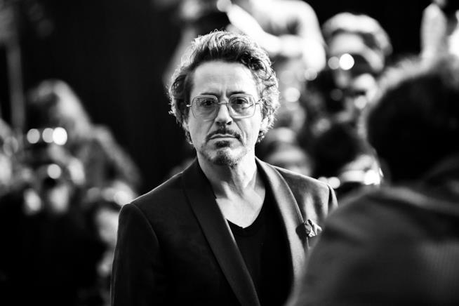 Mezzobusto in bianco e nero di Robert Downey Jr.