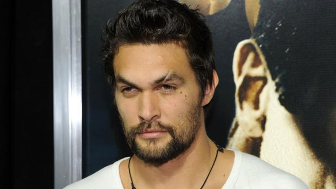 James Momoa in posa