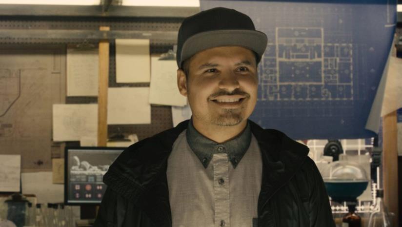 Un'immagine di  Michael Peña nei panni di Luis