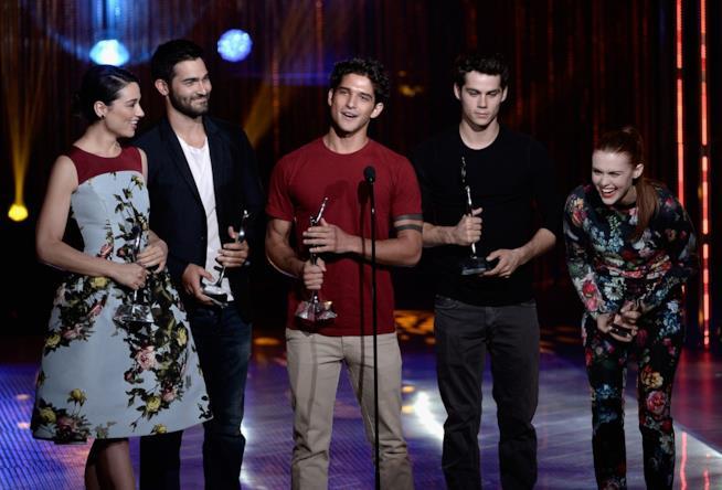 Il cast di Teen Wolf ritira un Young Hollywood Award nel 2013