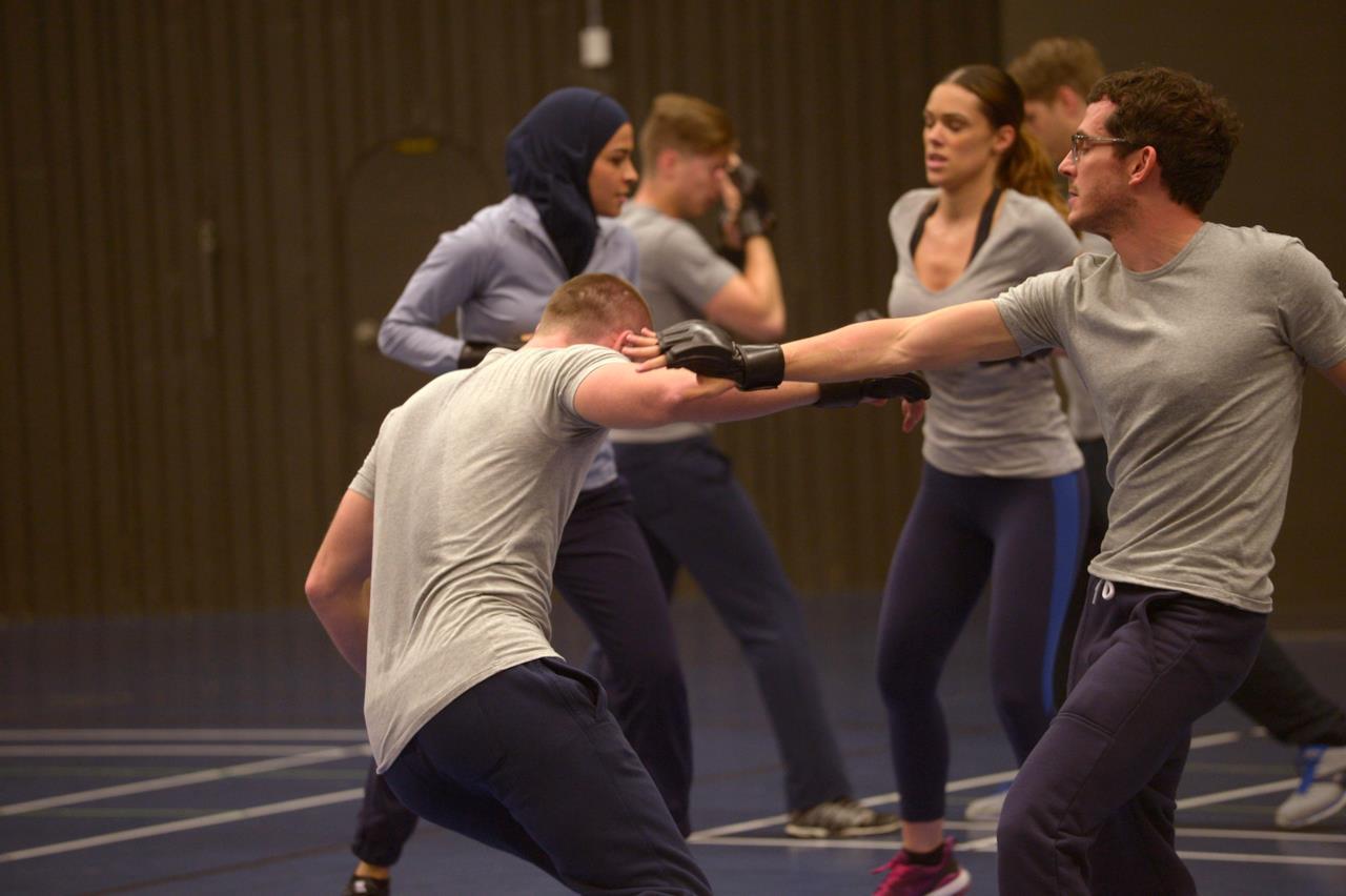 Simon Asher si allena in palestra a Quantico