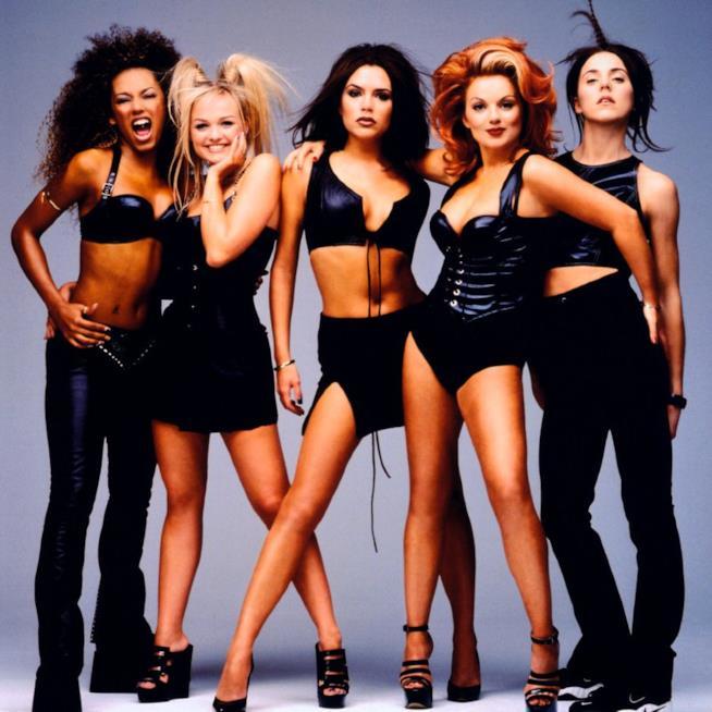 Una vecchia foto delle Spice Girls al completo