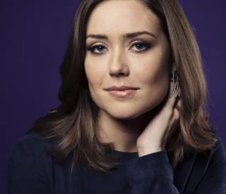 Megan Boone in uno scatto promozionale di The Blacklist