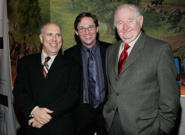 Robert Prosky, nella foto in fondo a destra