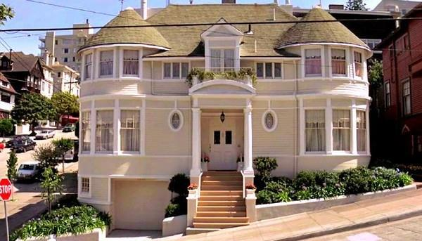 La splendida facciata della casa di Mrs. Doubtfire al centro di San Francisco