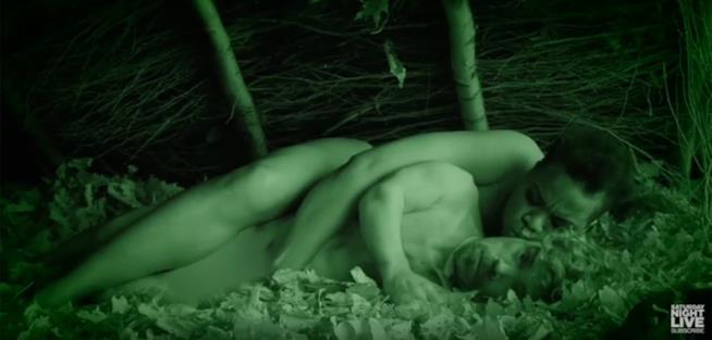 Peter Dinklage e Leslie Jones dormono a Naked and Afraid: Celebrity Edition - SNL