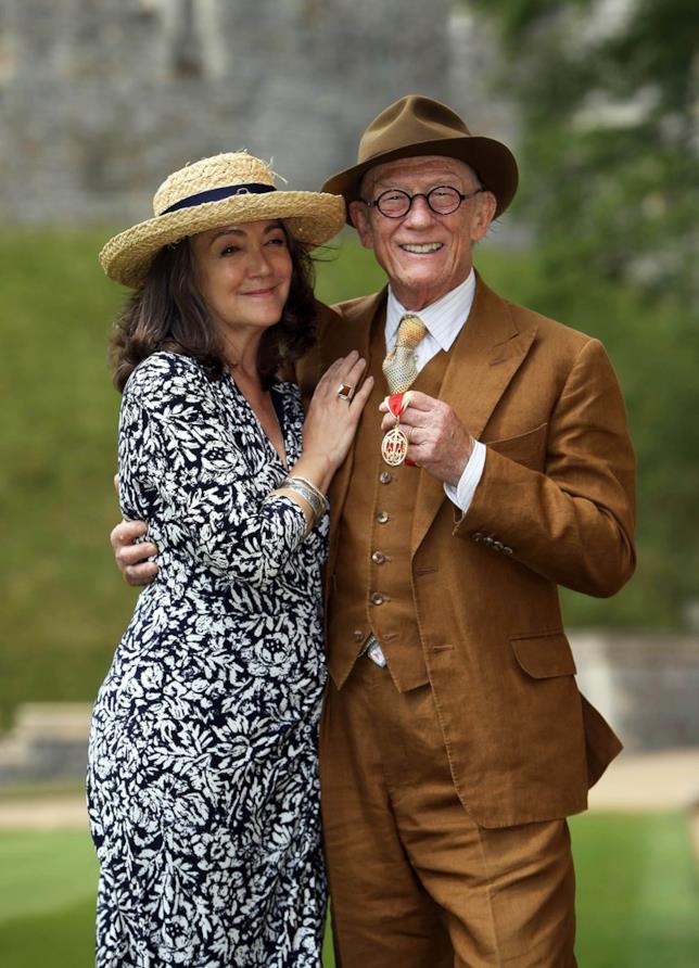 Sir John Hurt e la moglie
