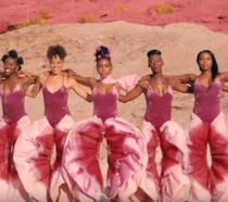 Ma cosa indossa Janelle Monáe nella suao ultimo video musicale?