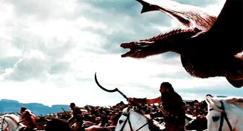 Drogon vola con i dothraki