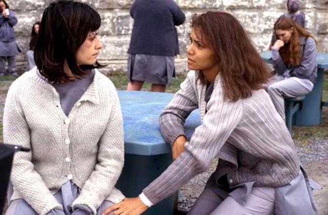 Una scena di Miranda e Chloe in Gothika