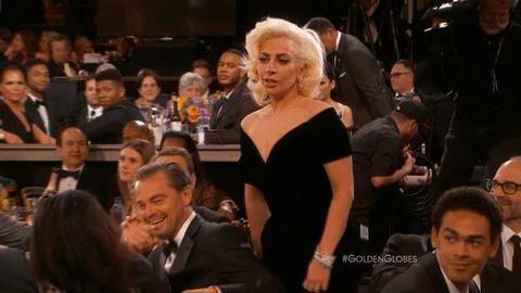 Lady Gaga ritira il suo Golden Globe