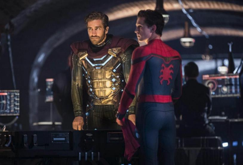 Quentin Beck (Mysterio) e Peter Parker (Spider-Man) in una scena di Spider-Man: Far From Home