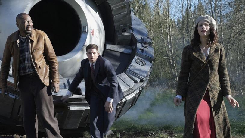 I tre protagonisti in una scena in anteprima di Timeless