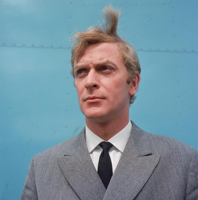 Michael Caine in primo piano