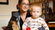La serie che insegna ad addestrare tuo figlio come se fosse un cane: è bufera nel Regno Unito