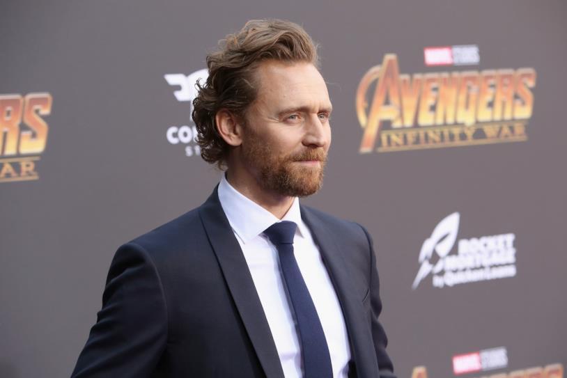 In primo piano Tom Hiddleston