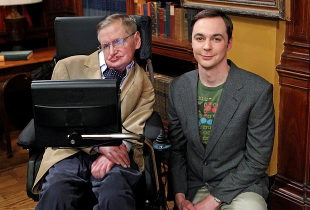 Stephen Hawking con Sheldon in The Big Bang Theory