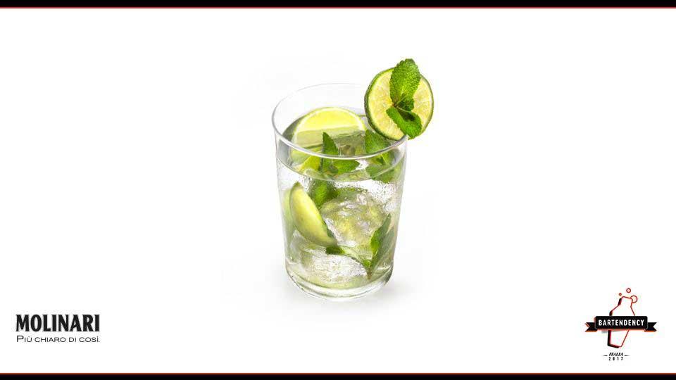 TUMBLER MEDIO: serve per cocktail mediamente lunghi che contengono ghiaccio, per cocktail a cui viene aggiunta la soda, per spremute di agrumi, succo di pomodoro e di frutta. Il volume utilizzabile è di circa 30 cl. Esempio di cocktail: Molijito.