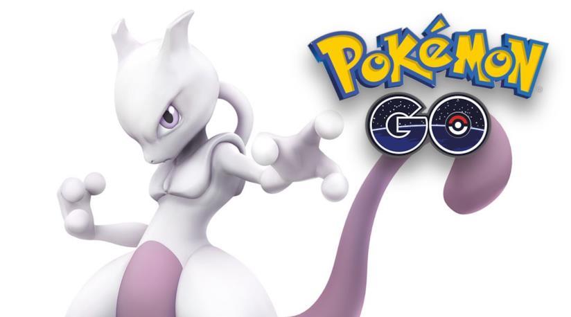 Mewtwo posa con il logo di Pokémon GO