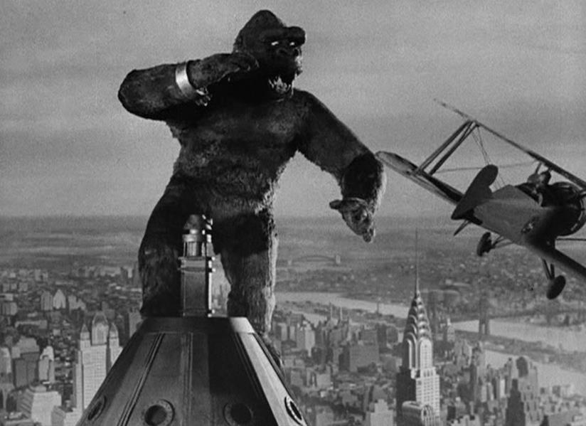 Una scena di King Kong del 1933, dove il gorilla si trova sopra l'Empire State Building