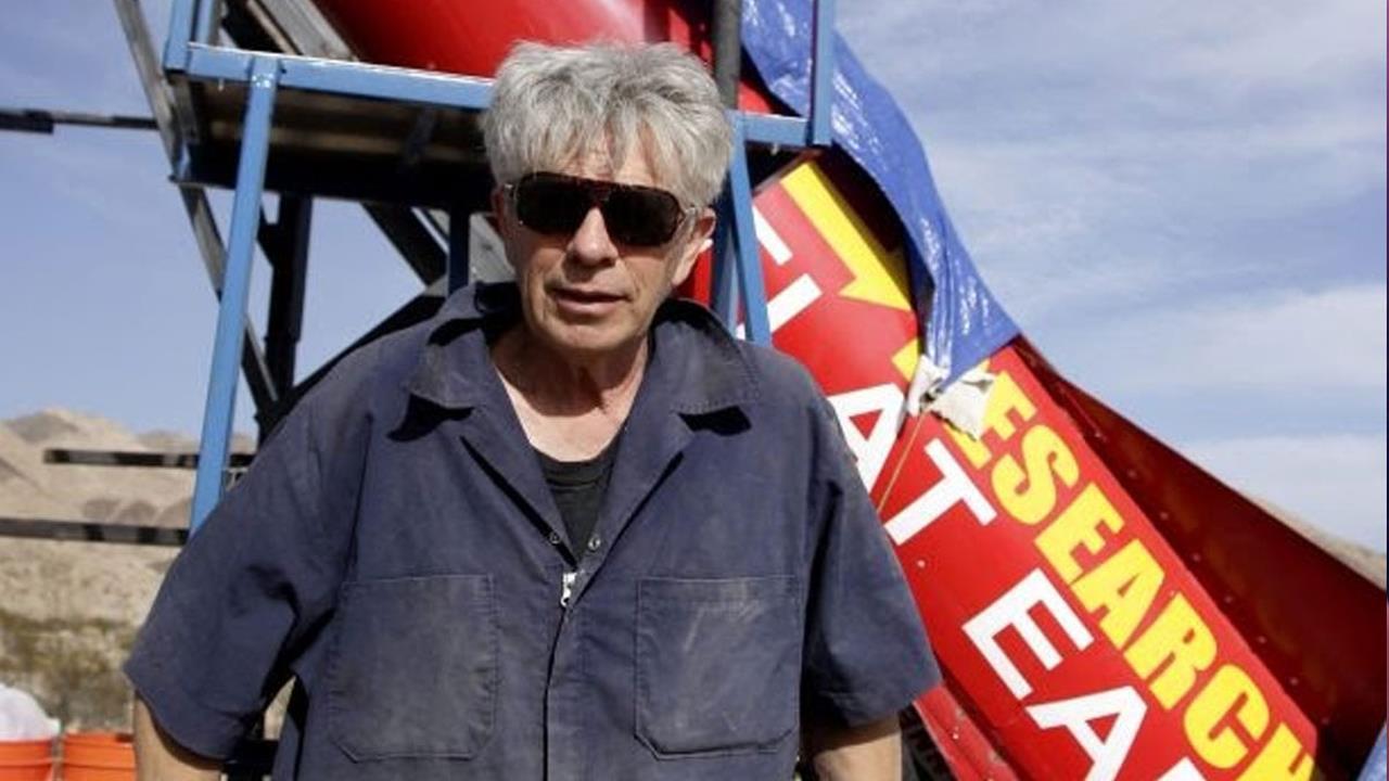 Il terrapiattista Mike Hughes muore nel lancio di un razzo f