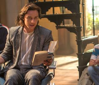 Charles Xavier coi suoi studenti durante una lezione