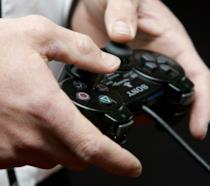 Gli iconici tasti frontali dei controller PlayStation in un DualShock 2