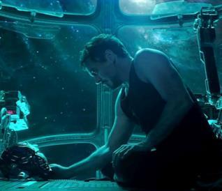 Un primo piano di Tony Stark nel primo trailer ufficiale di Avengers: Endgame