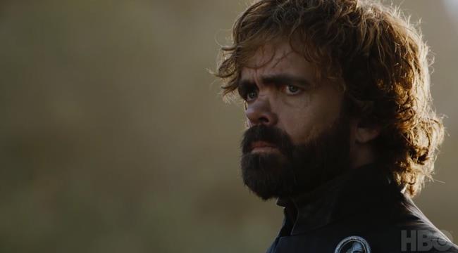 Tyrion Lannister mostra segni di preoccupazione in GoT 7x05