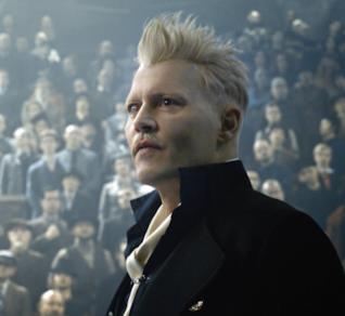 Johnny Depp in una scena di Animali Fantastici 2