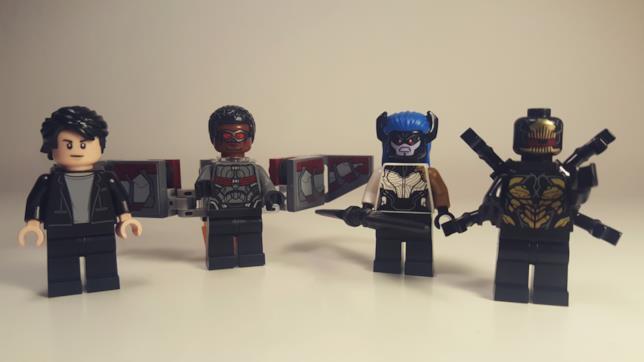 Le quattro minifigure del set LEGO Duello con l'Hulkbuster
