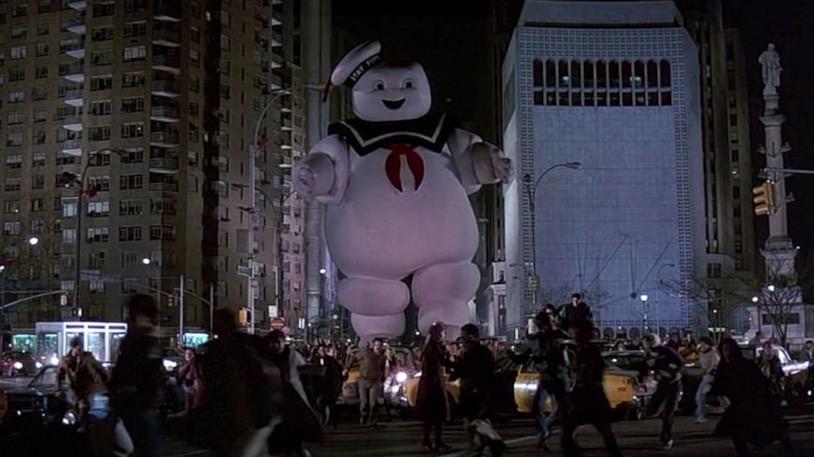 Lo Stay Puft di Ghostbusters in giro per New York
