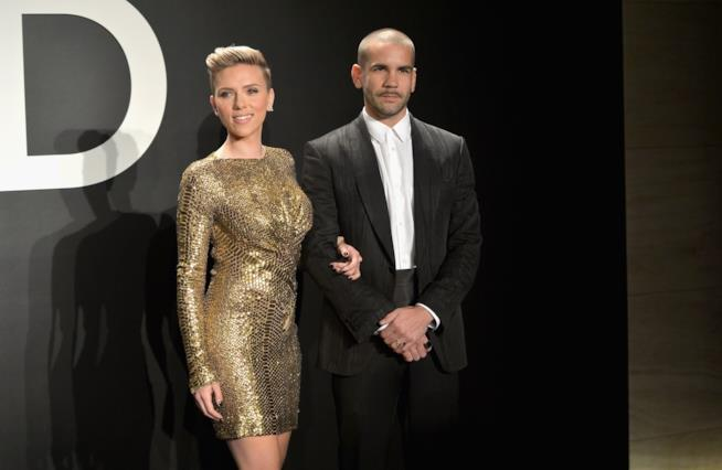 Scarlett Johansson e Romain Dauriac ad un evento fashion