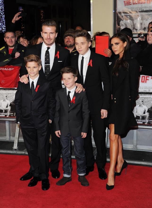 Immagine di David Beckham e Victoria con tre dei loro figli