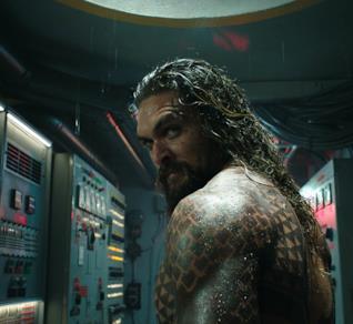 Jason Momoa in una scena di Aquaman