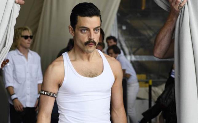 Rami Malek in una sequenza di Bohemian Rhapsody