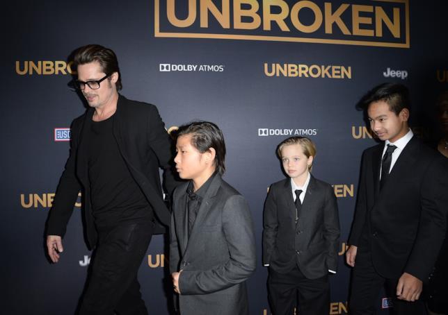 Brad Pitt con alcuni dei suoi figli