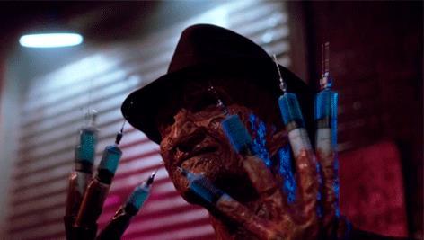 Freddy Kruger agita le mani
