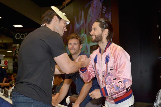 Henry Cavill saluta Jared Leto