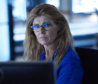 Un'immagine di Connie Britton in 911
