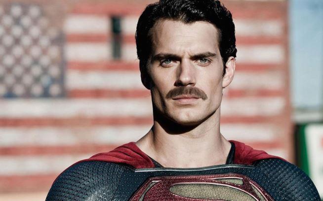 Henry Cavill impersona Superman sul grande schermo