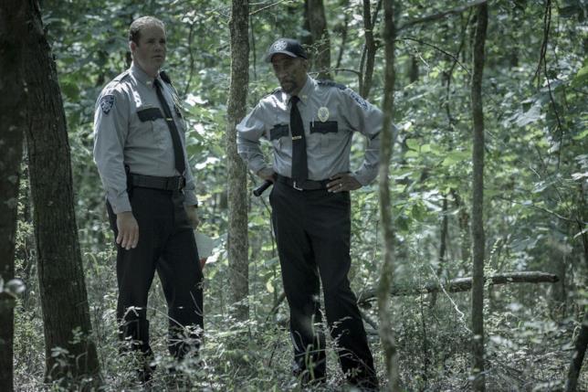 Outcast: Giles e Holter nel secondo episodio