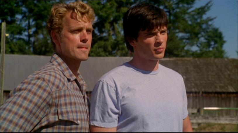 Jonathan e Clark fissano un punto indefinito corrucciati